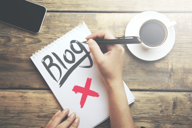 Business blog don'ts written on a notepad