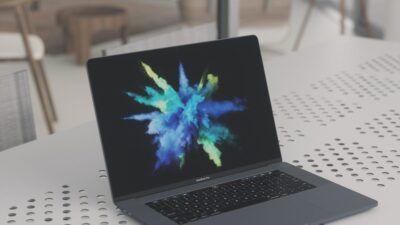 Negative review explodes laptop